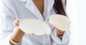 Mărire de sâni cu proteze mamare