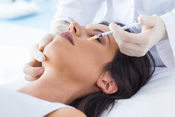Remodelare facială cu grăsime (lipofilling)